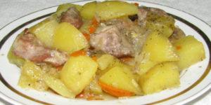 тушенная картошка с мясом