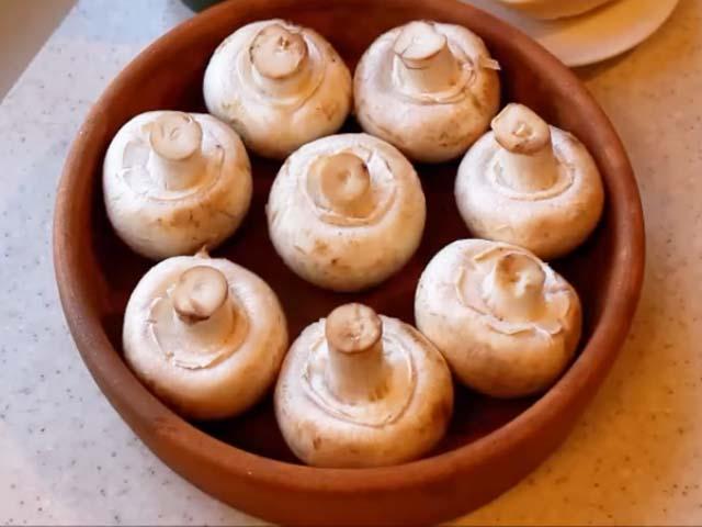 Фаршированные шампиньоны запеченные в духовке — рецепт с фото