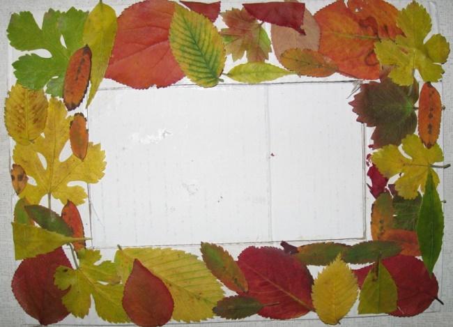 fotoramka_iz_listev_001 Поделки своими рукам на тему осень в садик из природного материала