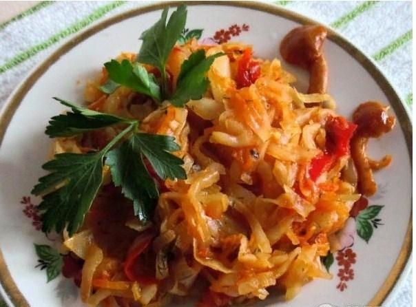 Капуста тушеная — 5 очень вкусных рецептов тушеной капусты