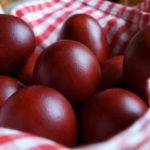 Как и чем красить яйца на пасху 2021 в домашних условиях — 10 способов крашеных яиц и украшений