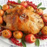 Утка в духовке — 5 рецептов приготовления сочной и мягкой утки в духовке